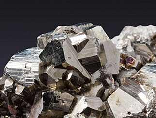 供应量大幅缩减,预计铁矿石继续上涨